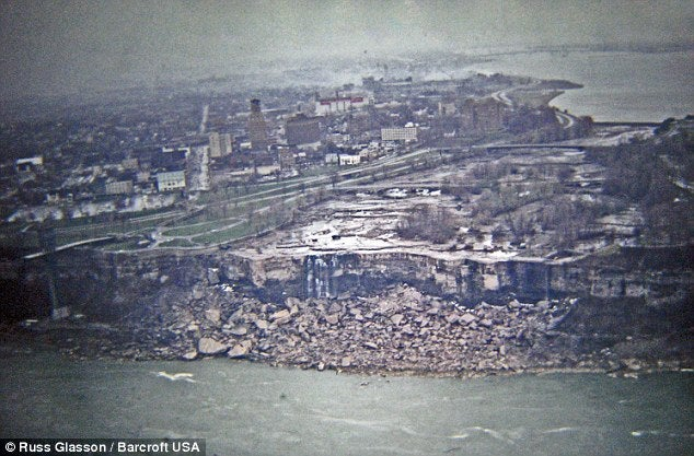 Unseen Photos of Niagara Falls Without Water