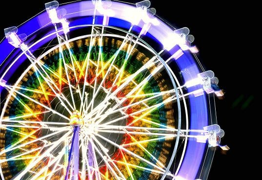Santa Monica's 160,000 LED Ferris Wheel Powered By The Sun