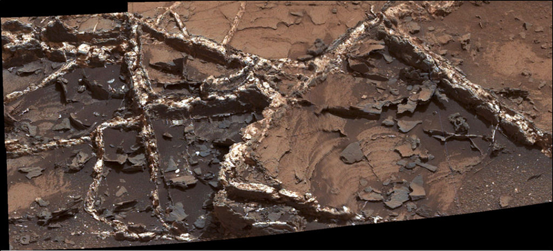 These Mineral Veins Trace the Flow of Water on Ancient Mars