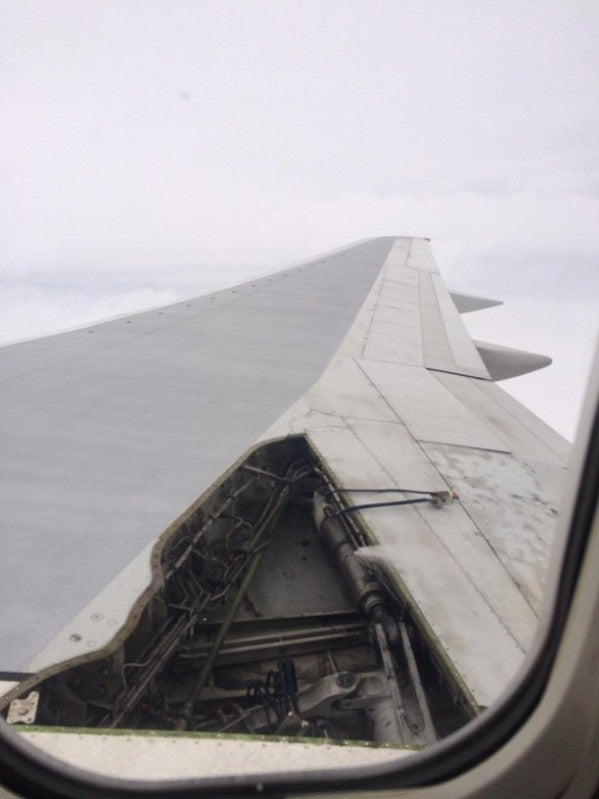DAL 757 Loses Wing Panel In Flight