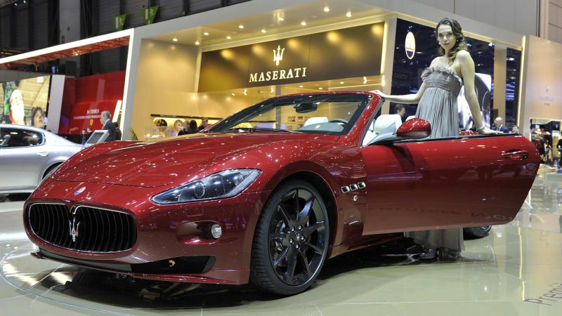 Maserati GranCabrio Sport is triumphantly red