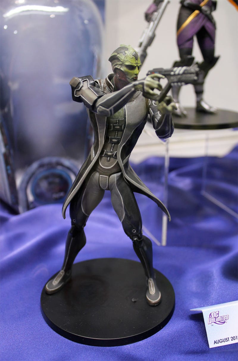 DC's Mass Effect, Killzone, God Of War Toys Up Close & Totally Awesome