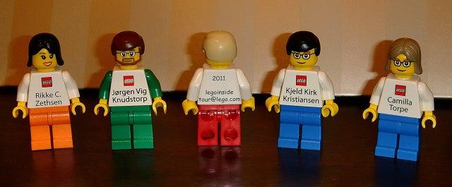 Olyan névjegye senkinek sincs, mint a szenior Lego-dolgozóknak