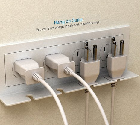"""The """"Hang On"""" Outlet Reminds You To Unplug Your Gadgets"""
