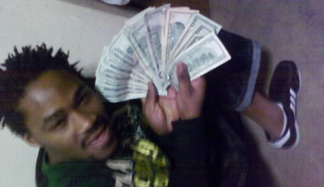Father of the Year Poses with 'Wads of Cash' for Facebook Photos Despite Claiming to Be Too Broke to Make Child Support Payments