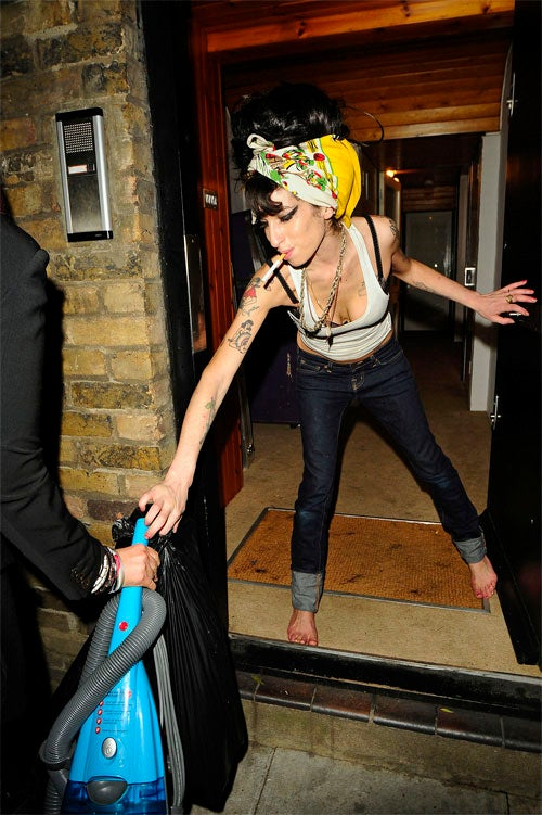 Amy Winehouse Tries A Different Type Of Hoover