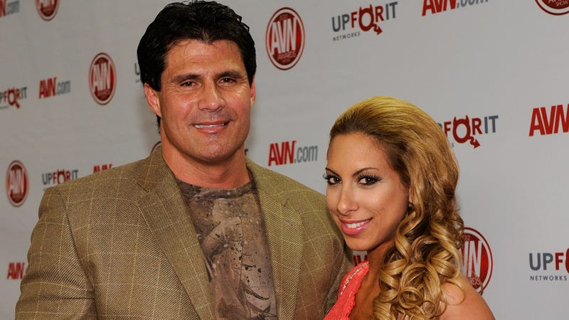Jose Canseco Welcomes You to His Twitter Nightmare