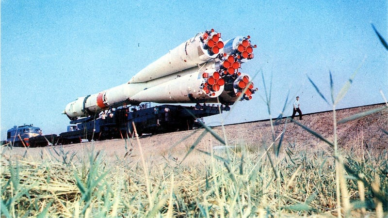 The first US–Soviet space rendezvous looked very pretty