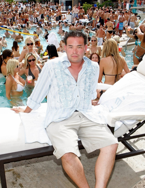 War Of The Rose-Colored Floaties: Jon and Kate Gosselin's Dueling Pool Parties