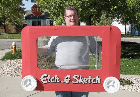 Working Etch-a-Sketch Costume Really Lets You Draw Boobies on This Guy
