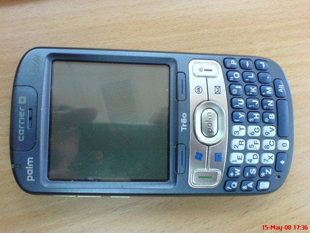 First Spyshots of the Palm Treo 800w