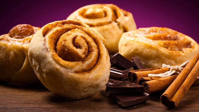 Woman Threatens to Shoot up Burger King over Stale Cinnamon Roll