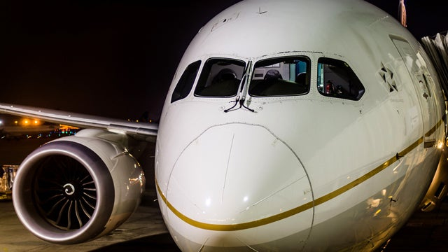 Nobody Knows Why 787 Dreamliner Windscreens Are Cracking