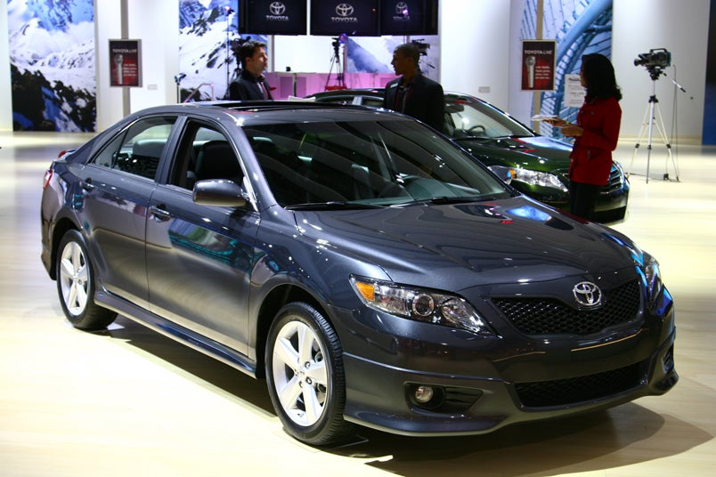 2010 toyota camry fuel economy increased to 33 mpg. Black Bedroom Furniture Sets. Home Design Ideas