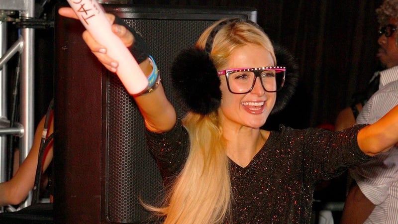 """Huge Supporter of the Gay Community"" Paris Hilton Apologizes for Calling Gays ""Disgusting"""