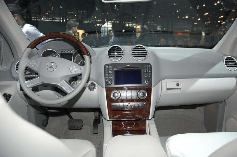 2010 Mercedes ML450 Hybrid: V8 Power With V6 Fuel Economy