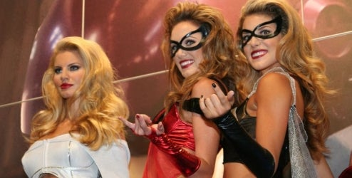 Marvel Brings Con, Good Taste, To Standstill With Fashion Show
