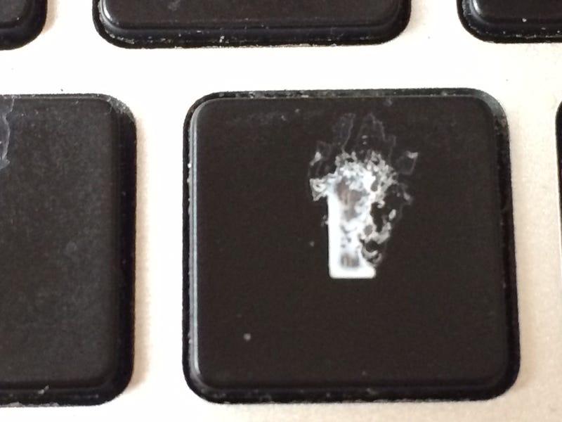 Kipukkadt a Macbook-lufi, egy év alatt szétvertem a drága gépet