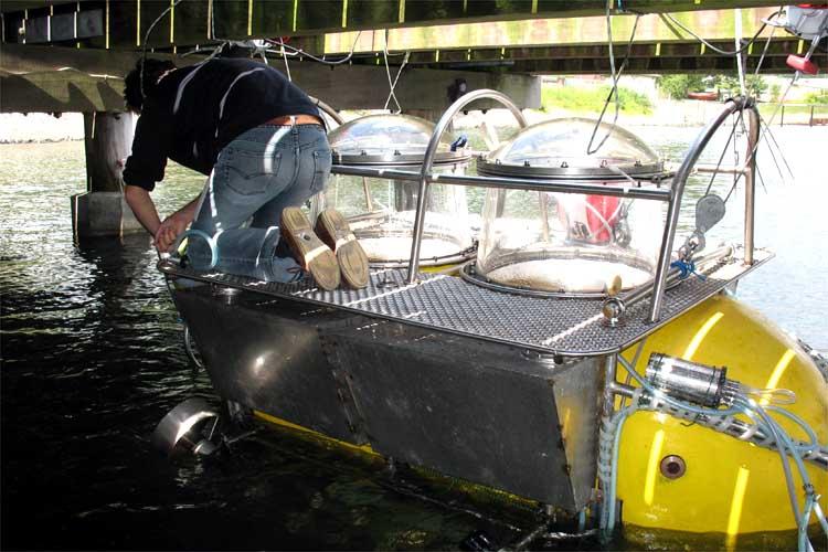 Home-Made Yellow Mini-Sub Dives to 328 Feet