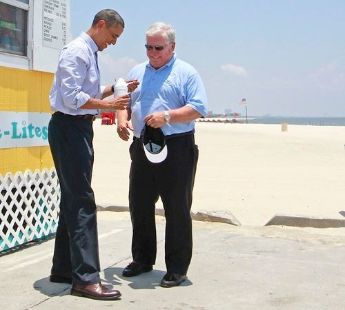 Barack Obama, Mississippi Gov. Enjoy Treat During Oil Spill!