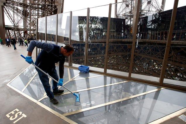 La Torre Eiffel luce suelo de cristal tras una millonaria remodelación H3oznewuiijhahzvmgk1