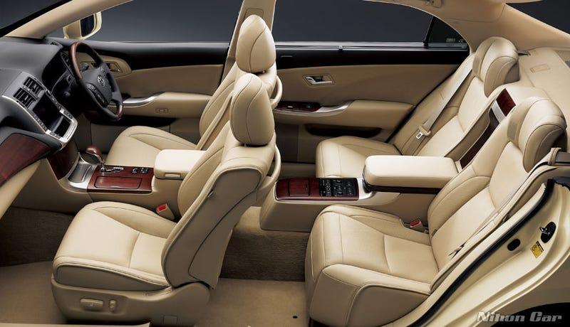 Toyota Crown Majesta Trim Unveiled For JDM