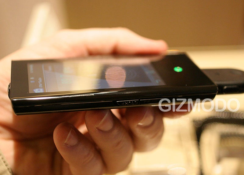 Hands-On with the Samsung YP-P2 (Verdict: We Like, But Not a Lot)