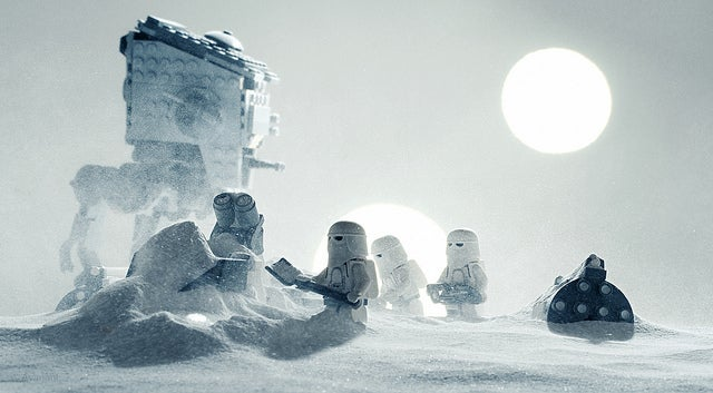 Daily life on Hoth, illustrated with Lego