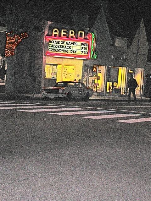 Un Homme Et Une Femme Mustang Found Down On The Santa Monica Street