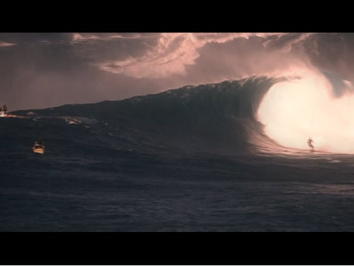 Video: Surfing Huge Waves at Jaws In Canon 5d Mark II Slow Motion