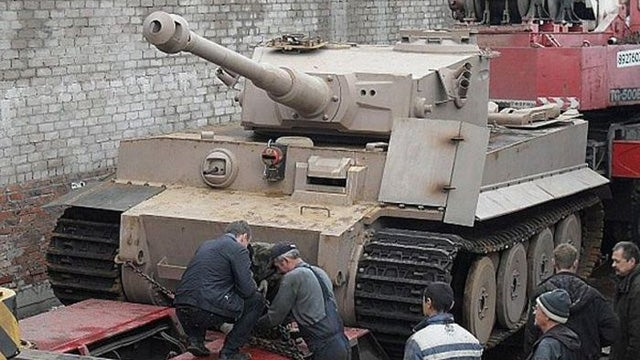 See An Amazing Russian Tank Replica Come Together