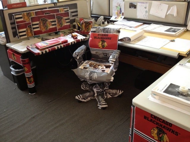Bruins Fan Gets His Office Turned Into A Blackhawks Shrine