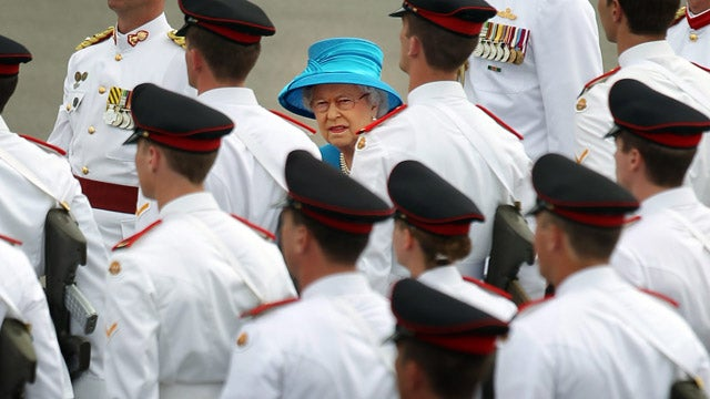 Queen Elizabeth Does Not Like What She Sees