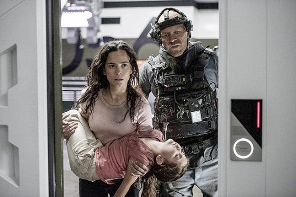 New pictures from Elysium show the dirty underbelly of Matt Damon's rotten future