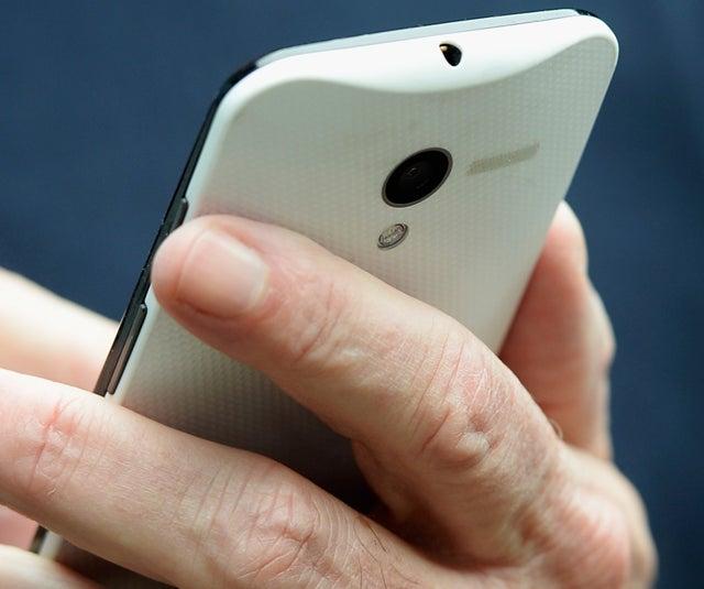 """""""Cazan"""" a Eric Schmidt hablando desde el nuevo smartphone Moto X"""