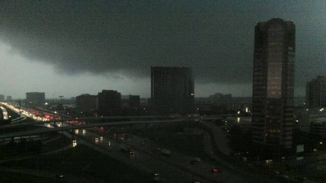 Extreme Tornadoes Are Tossing 18-Wheelers Up in the Air in Dallas