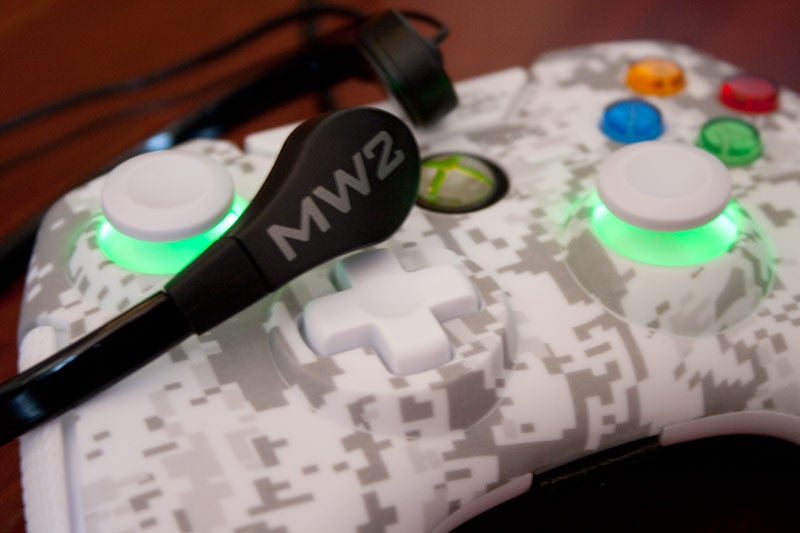Mad Catz Modern Warfare 2 Throat Mic and Controller Review (Xbox 360)