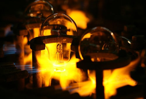 Incandescents go out: GE shuts down its last major lightbulb factory