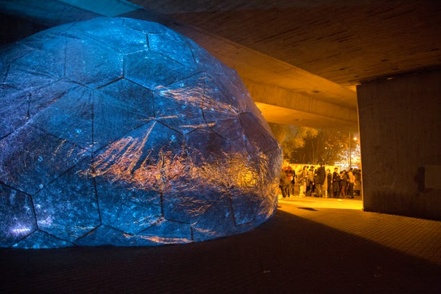 An Inflatable Planetarium Where You Can Climb Into the Night Sky