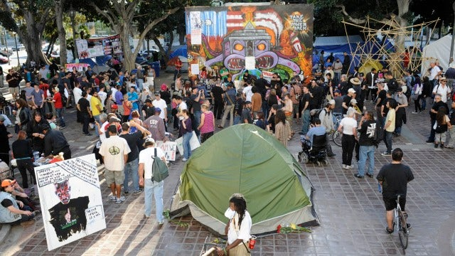 Occupy LA, Occupy Philly Defy Deadlines to Decamp