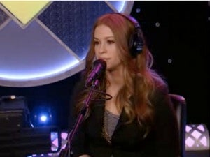 Alanis Morrisette Discusses Her Lesbian Days With Howard Stern