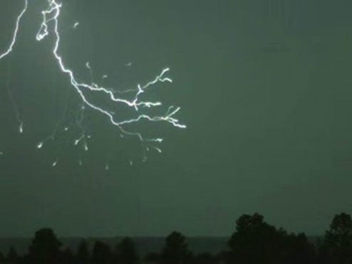 Slow Motion Lightning Video is Mindblowing, Will Sell a Thousand Slo-Mo Cameras