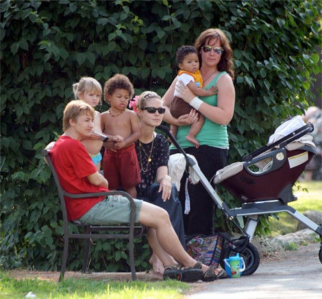 While In L.A., Heidi Klum Goes Green By Using Only 2 Nannies For Her 3 Kids