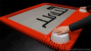 A Stop-Motion Etch A Sketch Made of Dominoes Is Even Harder To Draw With