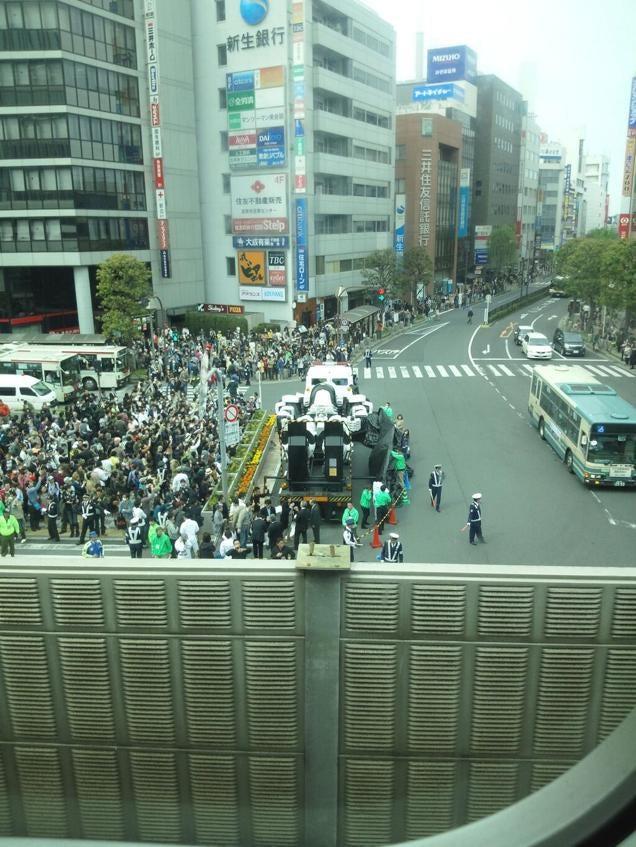 Giant Mecha Erected in Tokyo