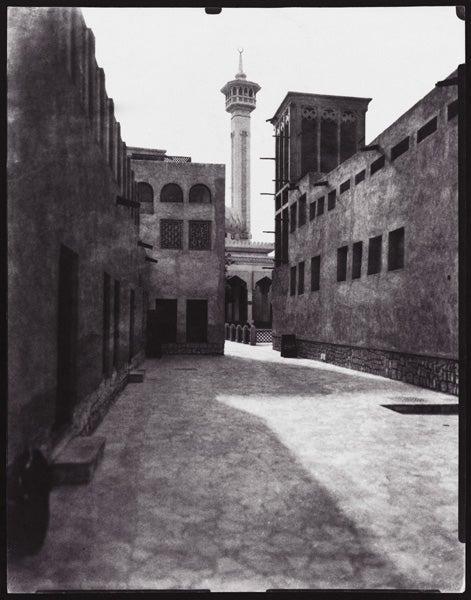 19th Century Camera Gives Dubai a Retrofuturistic Feel