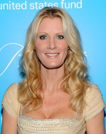 Sandra Lee Surpasses Expectations, Puts Pet Bird In A Diaper