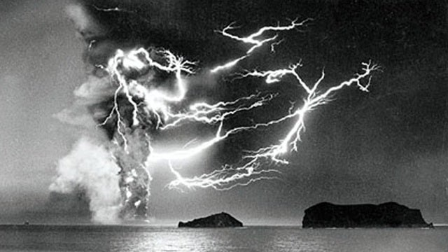 Volcanic Lightning: How does it work?!