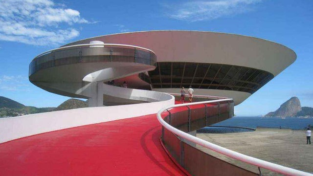 "The Architect Who Gave the Future ""Sensual Curves"""