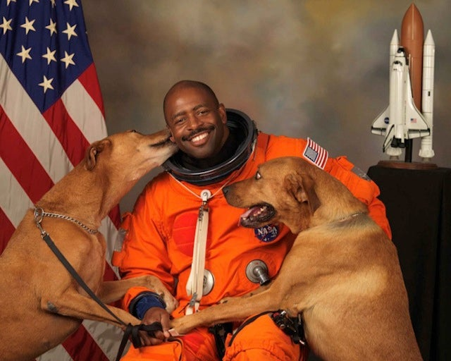 Maybe the most d'awww-worthy photo of an astronaut ever taken
